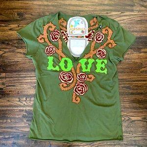 Joystick embroidered V-neck top.